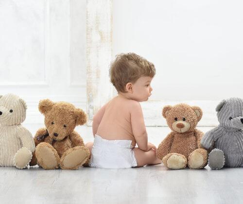 gyerek foto mackoval kisfiu