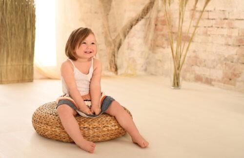 gyermek fotozas kislany muteremben