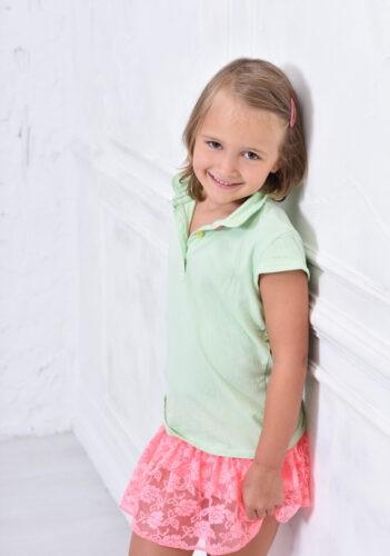 minimal hatteres gyermek foto