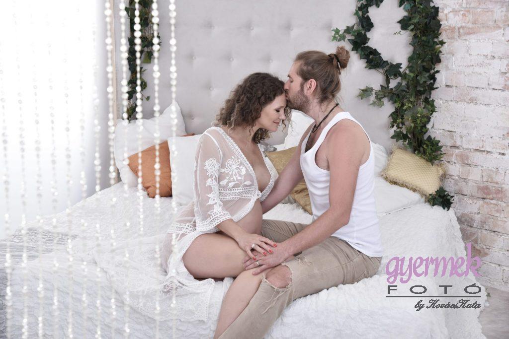 romantikus paros kismama fotozas