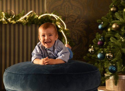 karacsonyi gyerek fotozoldfaval gyermek foto.hu