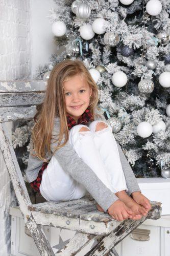 karacsonyi gyermek foto feher faval gyermek foto.hu