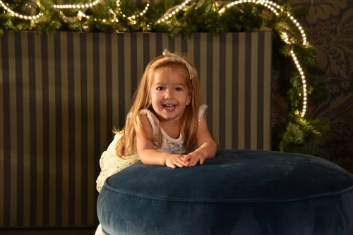 karacsonyi gyermek fotozas aranyfennyel zoldfa gyermek foto.hu